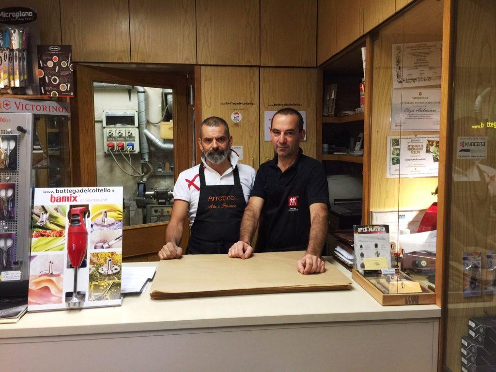 Edoardo Papis ed Eligio Ambrosioni in negozio