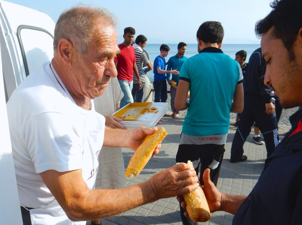 Greece-News-Headline-Dionysis-Arvanitakis-Feeds-Thousand-Refugees-With-Breads