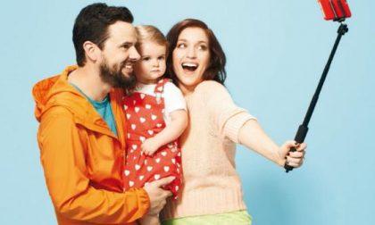 Mamma e papà tra selfie e paranoie I genitori di oggi raccontati dal Time