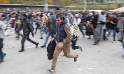 Migranti, ora l'alternativa è l'Albania Potrebbe riaprirsi la rotta adriatica