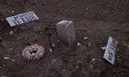 Lesbo, non c'è più spazio per i morti Pure il cimitero, ora, è troppo pieno