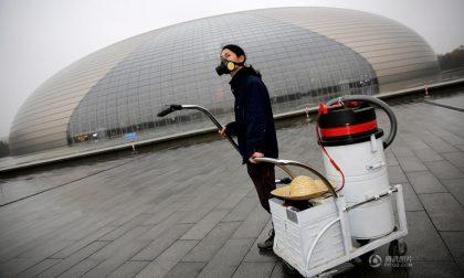 Aspira per tre mesi l'aria di Pechino E lo smog diventa un mattone