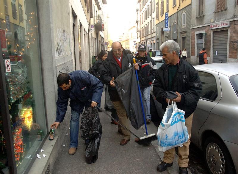 immigrati pulizia via quarenghi _display