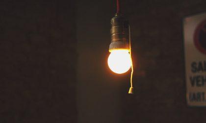 La riforma dell'energia elettrica per cui meno consumi e più paghi