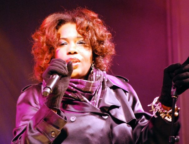 Macy_Gray_in_Toronto,_Canada_by_Tracey_Nolan_(2008)