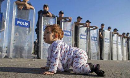 Cos'è un corridoio umanitario (la prima famiglia arriva in Italia)