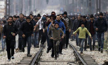 La frontiera sfondata dai migranti al confine tra Grecia e Macedonia