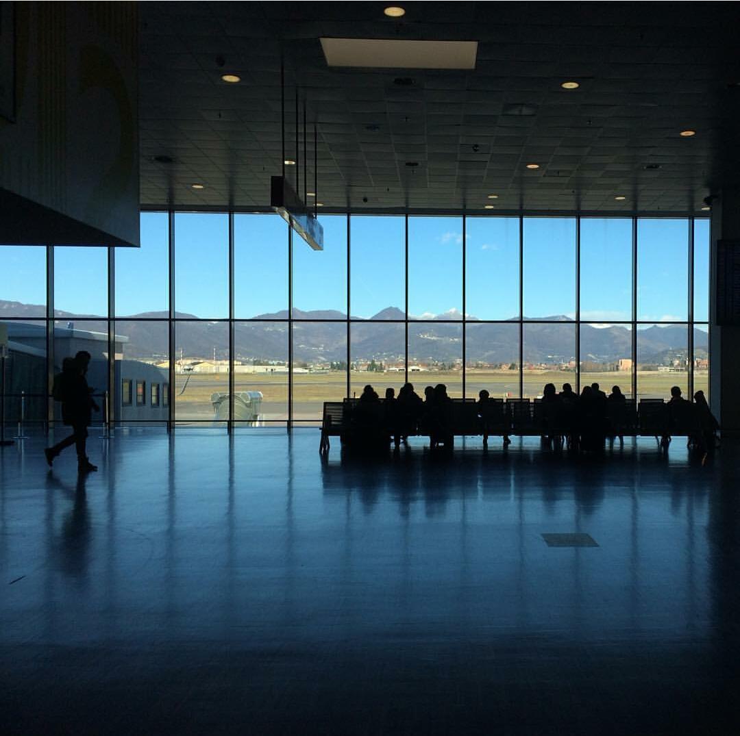 Bergamo, aeroporto di Orio, punto di arrivo, punto di partenza (@lianabonaiti)