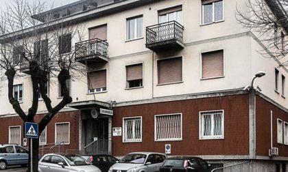 Il bar è chiuso ma loro restano fuori a festeggiare: 41 multe da 400 euro l'una