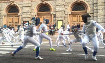 La scherma bergamasca in piazza Un flashmob a suon di stoccate