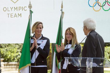 Quirinale: Mattarella consegna bandiera ad atleti Rio 2016