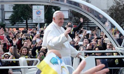 Papa Francesco in visita a Milano ben lontano dai centri di potere
