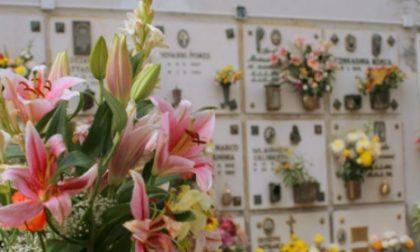 I furti di fiori al cimitero di Azzano