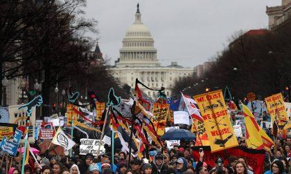 Perché gli indiani d'America Sioux marciano davanti alla Casa Bianca