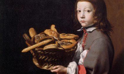 Un cesto carico di pane e dolciumi per far festa a Baschenis e Carrara