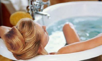 I magici benefici di un bagno caldo (che vale quanto un'ora di sport)