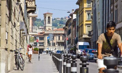 Via Quarenghi, vivace e bellissima Strada e cortili in festa per Giacomo