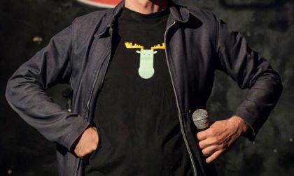 Stand-up comedy bella spietata Al Maite più satira che cabaret