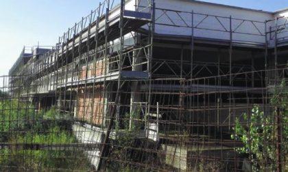 Il cantiere della scuola a Treviolo Pronti a rimuovere tutte le scorie