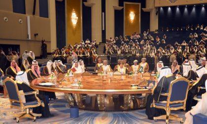 Tutti i grandi della penisola araba seduti a un tavolo bergamasco