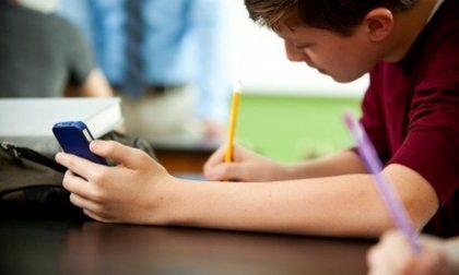 Smartphone in classe, il via libera