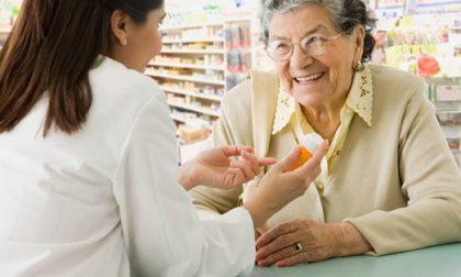 Prenotazione del vaccino per gli over 80, disagi anche in farmacia: «Ritardi non imputabili a noi»