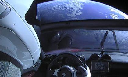 La supercar di Elon Musk è in orbita e fa l'occhiolino al turismo spaziale