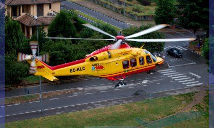 Bimbo di 2 anni cade all'asilo: portato a Bergamo in elicottero