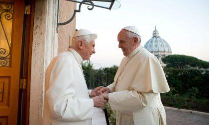 Ratzinger in difesa di Bergoglio «Su di lui uno stolto pregiudizio»