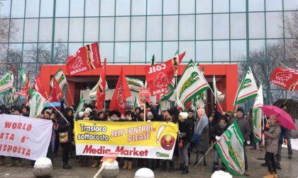 MediaWorld, 250 in presidio a Curno contro il trasferimento in Brianza