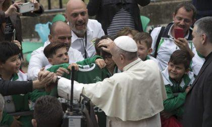 Che giornata domenica al Corviale Il Papa, un bambino e la speranza