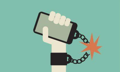 Come liberarsi dalla dipendenza per smartphone e affini