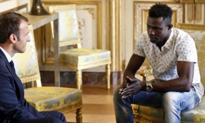 Il giovane Spiderman clandestino che Macron ha accolto all'Eliseo