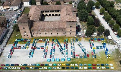 Panda a Pandino, raduno low cost Record mondiale: quasi 400 auto