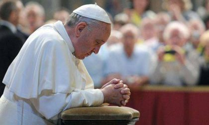 Chi prega si salva, il libriccino che ora ha la prefazione del Papa