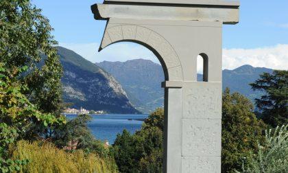 Lago d'Iseo, scultura in diretta per un monumento a De André