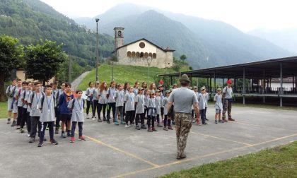 Squilli di tromba, scarponi e falò La bellezza del campo scuola Alpini