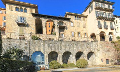 Un appartamento di rara bellezza in vendita sulle Mura di Città Alta