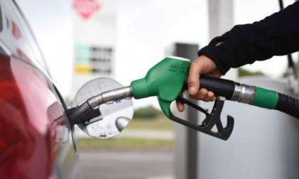 """Il re dei """"furbetti del cashback"""": 1.092 rifornimenti dal benzinaio da 24 centesimi ciascuno"""
