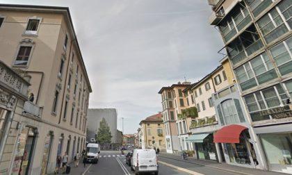 Via Tiraboschi, «Paghiamo affitti folli in una strada morta»