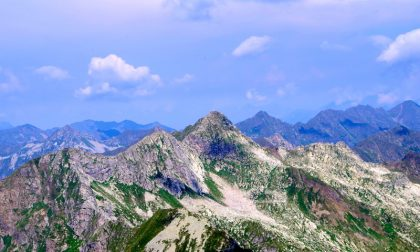 L'imponente Monte Masoni con due volti e due vette