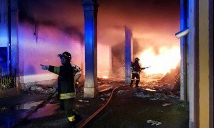 Una palazzina in fiamme a Romano L'ipotesi inquietante: «Rogo doloso»