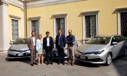 """Comune di Bergamo, svolta… ibrida con tre auto """"donate"""" dalla Sarco"""
