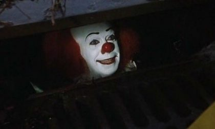 C'è un clown armato di coltello che scatena il panico agli incroci