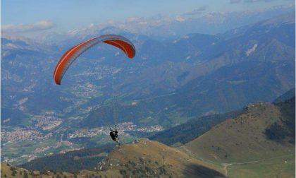 La sfida nei cieli della Val Seriana tra gli appassionati di Hike & Fly