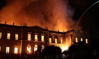 Bruciata la memoria del Brasile