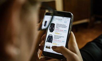 Lo shopping online è conveniente (pochi ormai attendono i saldi)