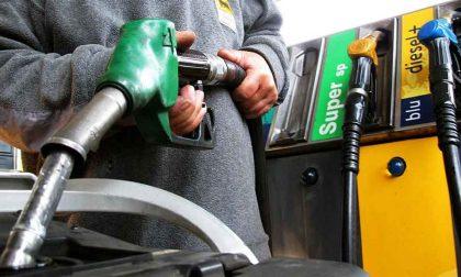 Il governo finisce la Guerra d'Etiopia Taglio alle accise sulla benzina