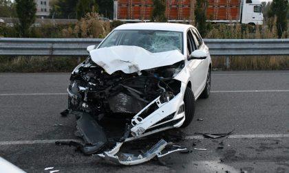 Moto contro auto in zona aeroporto Gravissimi un 18enne e una 15enne