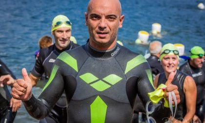 Le traversate a nuoto di Luca per lottare insieme a suo figlio